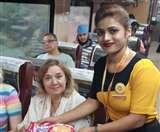IRCTC Tejas Express: लेट हुई Tejas तो होस्टेस ने बोला Sorry, यात्रियों को दिया ये गिफ्ट Lucknow News