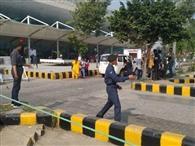 एनसीसी कैडेट्स ने एयरपोर्ट पर किया ट्रैफिक को कंट्रोल