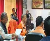 CM योगी आदित्यनाथ ने किया श्रावस्ती का दौरा, कलेक्ट्रेट सभागार में हुई विकास योजनाओं की समीक्षा बैठक