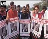 भाजपा युवा मोर्चा ने Missing Kejriwal का पोस्टर लेकर किया प्रदर्शन, पूछा क्या आपने देखा है?