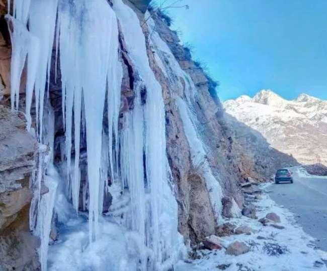 हिमालयी क्षेत्र से चलने वाली बर्फीली हवाओं ने देश के तमाम हिस्सों में सर्दी से मुश्किलें बढ़ा दी हैं।