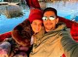 Aditya Narayan Honeymoon Photo: आदित्य नारायण ने हनीमून के दौरान उठाया डल झील का लुत्फ, दिखा रोमांटिक अंदाज