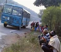 मोरनी-नीमवाला की रोडवेज बस खराब, छात्र व यात्री परेशान
