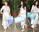 Janhvi Kapoor's Shiny Bag: अगर आपको भी पसंद आया जाह्नवी का शाइनी बैग, तो जानें क्या है इसकी कीमत?