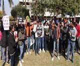 गुरु अंगद देव वेटरनरी यूनिवर्सिटी में छात्रों का प्रदर्शन, जानिए क्या है मामला Ludhiana News