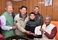 मुख्यमंत्री ने सुनी समस्याएं, दो मंत्री भी पहुंचे विधानसभा