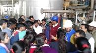 छात्र-छात्राओं ने शुगर मिल का भ्रमण किया