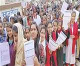 Bihar board Matric Examination 2020 : कैमरे की नजर से कुछ इस तरह दिख रहा मैट्रिक परीक्षा का चौथा दिन