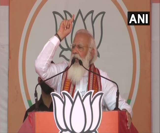 प्रधानमंत्री नरेंद्र मोदी पश्चिम बंगाल में चुनावी रैली को संबोधित किया।