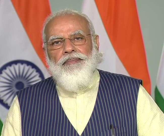 कोरोना पर देश के 54 जिलों के DM से संवाद कर रहे PM मोदी(फोटो: दैनिक जागरण)