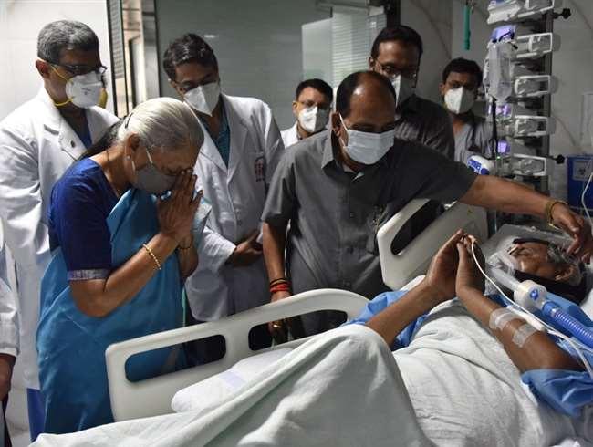 राज्यपाल आनंदीबेन पटेल ने संजय गांधी पीजीआइ के निदेशक से कल्याण सिंह के स्वास्थ्य की जानकारी ली।