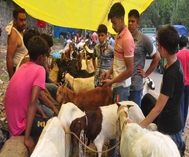देर शाम तक बाजारों में छाई रही रौनक, लोगों ने की खरीदारी