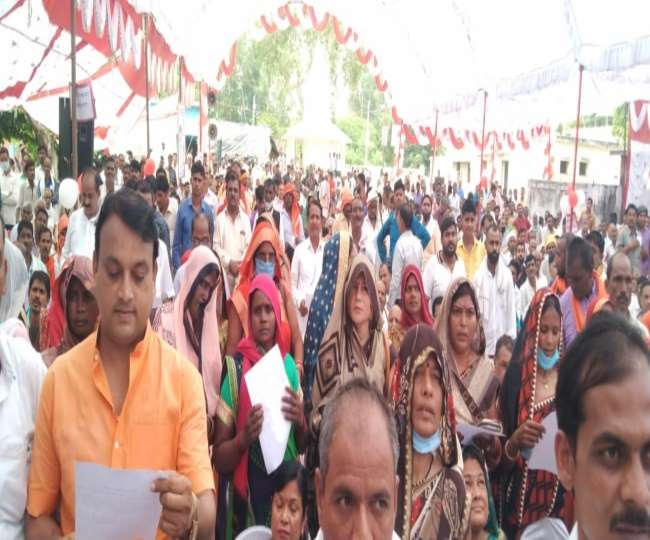 UP Block Pramukh Oath Ceremony Only 22 out of 23 Block Pramukh of Prayagraj  are taking oath today one is in jail