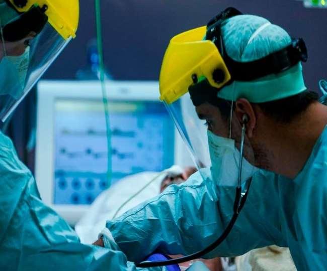 दुनिया में कोरोना महामारी से सबसे ज्यादा प्रभावित अमेरिका में इस खतरनाक वायरस का कहर फिर बढ़ गया है।