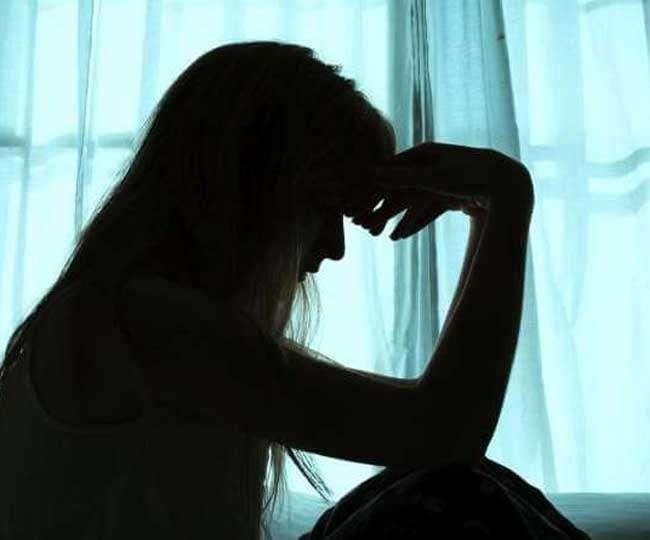 कोरोना काल में अनेक परिस्थितिजन्य कारणों से लोगों में बढ़ रहा मानसिक तनाव। प्रतीकात्मक