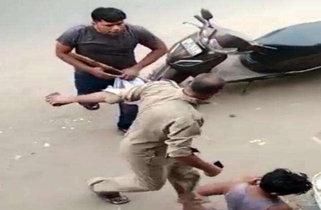 मामला दर्ज कर सिपाही को किया गया गिरफ्तार, दमकलकर्मी से मारपीट में सिपाही निलंबित।