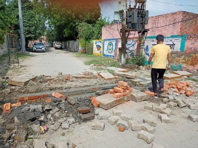 आदर्शनगर में नाली का निर्माण शुरू, बारिश का पानी नहीं जमा होगा सड़कों पर