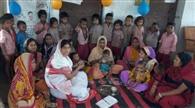 अन्नप्राशन कार्यक्रम के तहत बच्चों को खिलाया गया आहार