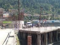 तिलोथ पुल की एप्रोच पर कर दिया दुकानों का निर्माण
