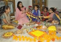 नारी सशक्तीकरण : हुनर प्रदान कर महिलाओं को आत्मनिर्भर बना रही दीपाली