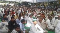 सरकार किसानों से भेदभाव कर रही : टिकैत