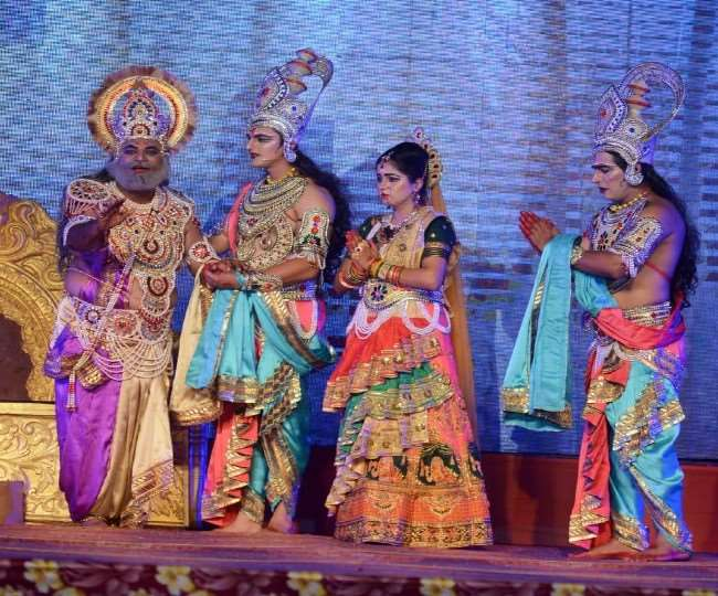 LIVE Ayodhya Ramleela 2020: View of Janakpur on stage in Ramlila of Ayodhya  mother Sita leaves with four sisters