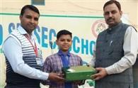 विवेकानंद स्कूल में हर्ष को डीसी ने सम्मानित किया