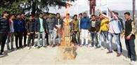 महासंघ अध्यक्ष को डपटने के विरोध में विद्यार्थियों ने फूंका रानीखेत विधायक करन माहरा का पुतला