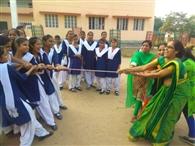 छात्राओं की खुशी के लिए शिक्षिकों ने मानी हार