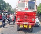 एक्टिवा सवार फैक्ट्री मालिक को ट्रक ने कुचला, चालक फरार Chandigarh News