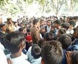 नाश्ते में केला न मिलने से नाराज आवासीय विद्यालय के छात्रों का हंगामा Gonda news