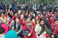 मांगों को लेकर शिक्षकों ने विद्यालयों में तालाबंदी की