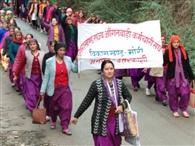मांगों के लेकर आंगनबाड़ी कार्यकर्ताओं का प्रदर्शन