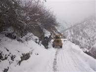 फिर बर्फबारी से बढ़ी मुश्किलें