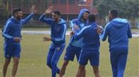छह ओवर में 14 रन पर कर्नाटक के दो विकेट गिरे