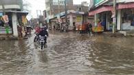 जिले में हुई झमाझम बरसात, किसान हुए खुश, सड़कों पर भरा दो पानी