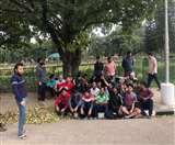 लाइब्रेरी से हॉस्टल जा रहे स्टूडेंट पर डंडों से किया हमला, छात्रों ने बॉयज हॉस्टल के बाहर किया प्रदर्शन Chandigarh news
