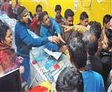 नंदनी प्लाजा पर ग्राहक को लेकर भिड़े मोबाइल व्यापारी, चाकू से किया हमला Meerut News