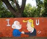 TrumpVisitIndia: ताजनगरी की दीवारों पर भी चढ़ा मोदी- ट्रंप की दोस्ती का रंग Agra News
