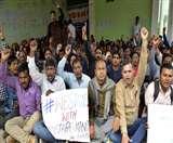 बिहार सरकार ने हड़ताली शिक्षकों से कहा- समान वेतन नहीं, सैलरी बढ़ाने पर बात कर सकते