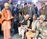 CM Yogi in Gorakhpur : पहले सुनी फरियाद फिर किया रुद्राभिषेक Gorakhpur News