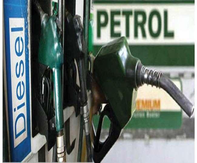 पश्चिम बंगाल सरकार ने पेट्रोल और डीजल की कीमतों में एक रुपये की कटौती की। फाइल फोटो