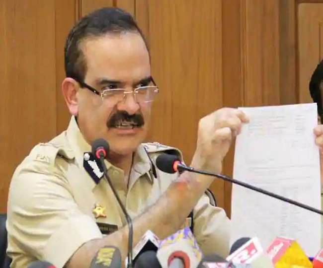 परमबीर सिंह ने राज्य के गृह मंत्री अनिल देशमुख पर कई गंभीर आरोप लगाया है।