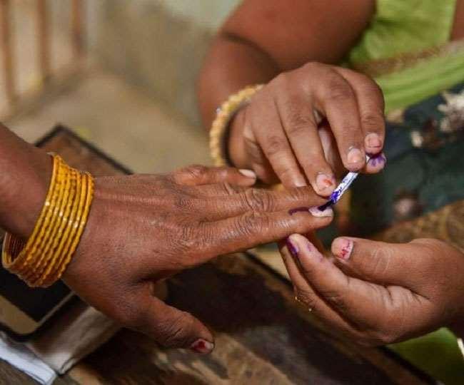 बिहार पंचायत चुनाव में मतदान की प्रतीकात्मक तस्वीर।