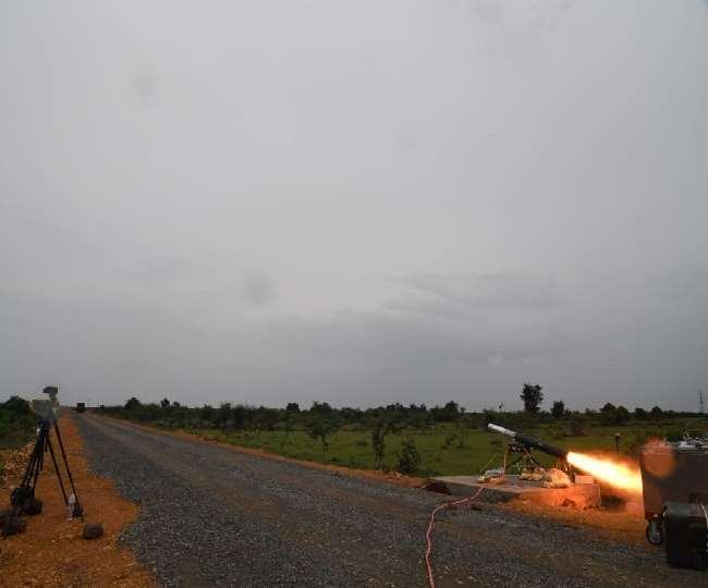 DRDO ने आज स्वदेशी रूप से विकसित कम वजन एंटी टैंक गाइडेड मिसाइल (MPATGM) का सफलतापूर्वक परीक्षण किया