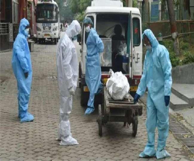 महाराष्ट्र से पिछले दिनों हुई मौतों को जोड़ने से पिछले एक दिन में मृतकों की संख्या 3,998 हो गई है