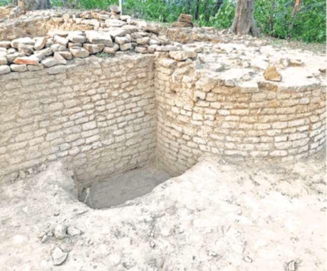 इतिहासविदों ने माना है कि हर टीले में इतिहास दफन है।