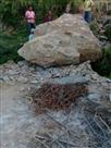 मकान की छत पर गिरा पत्थर, बचे