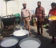 टीम ने 12 दुकानों से भरे मिठाई व दूध के सैंपल