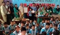 विद्यार्थियों को सिखाया वेस्ट मेटीरियल से क्राफ्ट बनाना